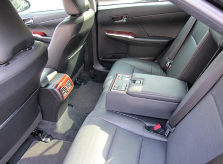 арендовать авто Toyota Camry 2012 Lux